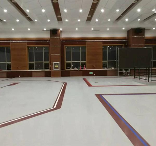 橡胶地板做线条装饰美观大方